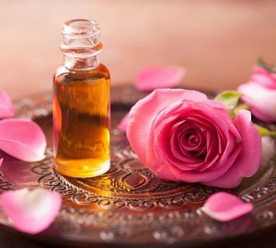 Rožių eterinis aliejus